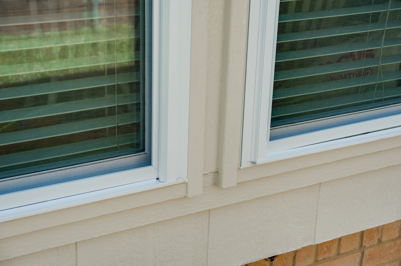 brennan-solar-bear-windows-with-james-hardie-trim
