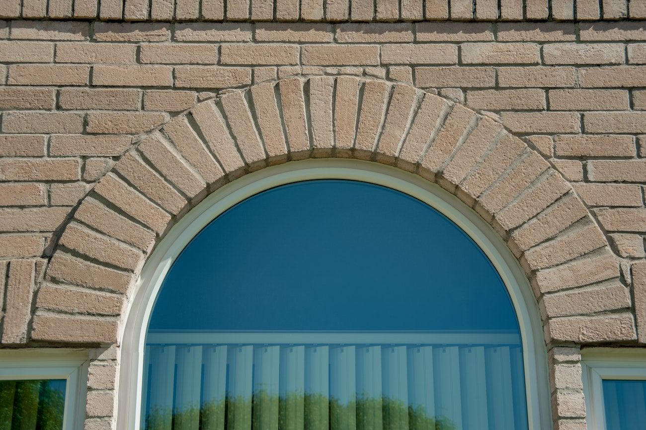 half-round-window-with-plantation-shutters