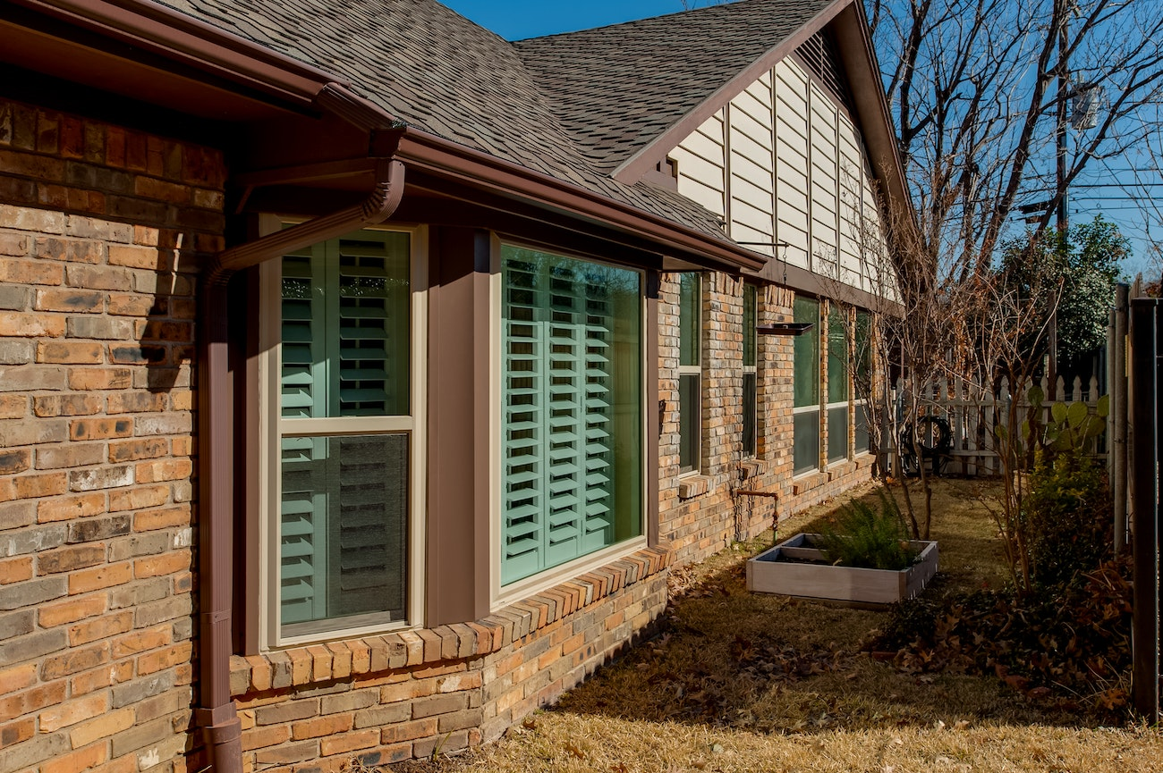 brick-siding-with-blinds-in-the-window