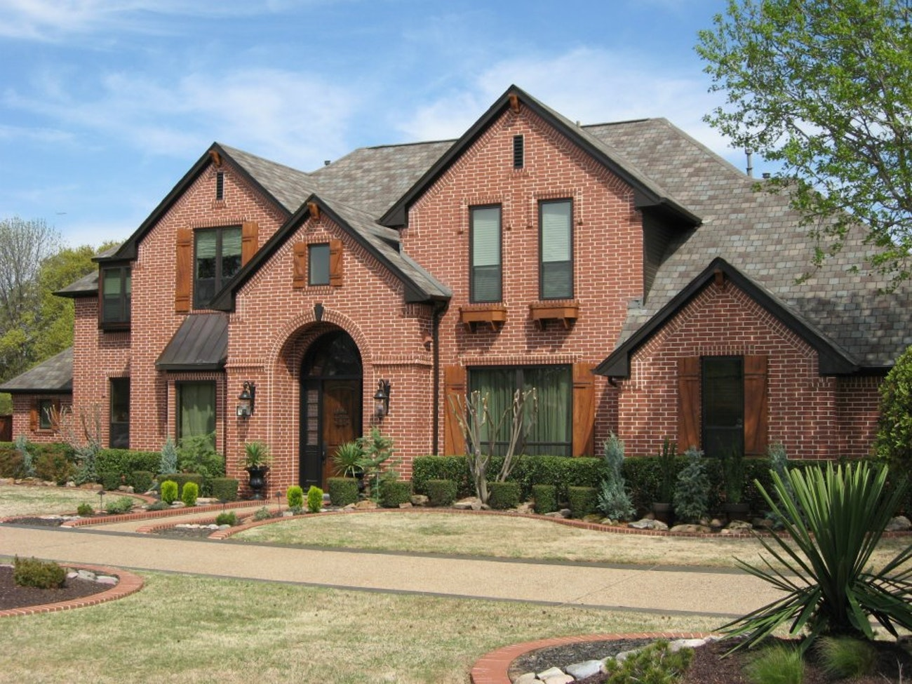 bronze-brennan-traditions-vinyl-windows