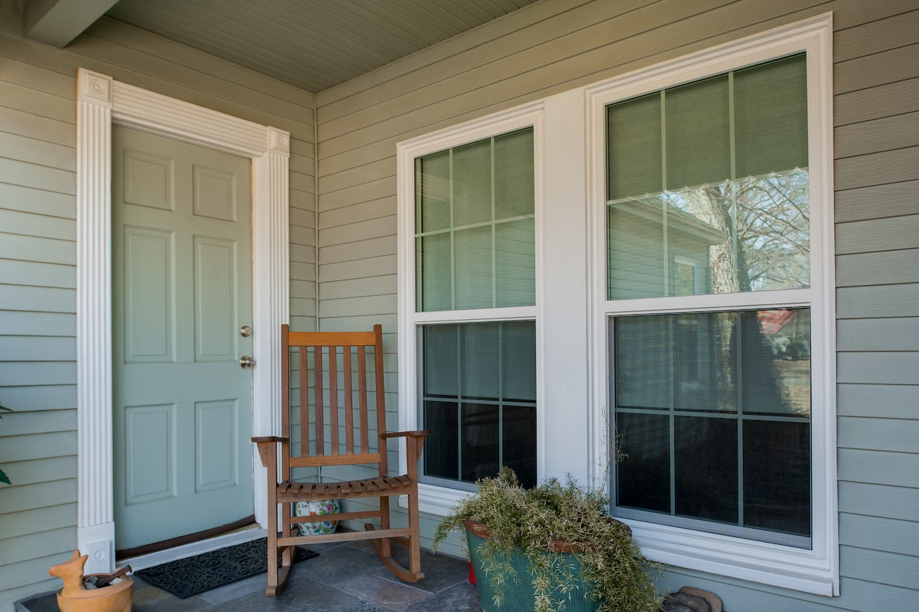 brennan-traditions-white-twin-single-hung-windows-in-siding
