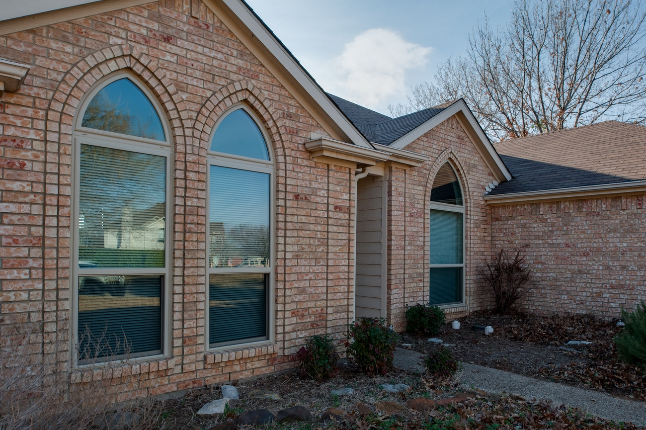 brennan-traditions-single-hung-windows-under-gothic-arches