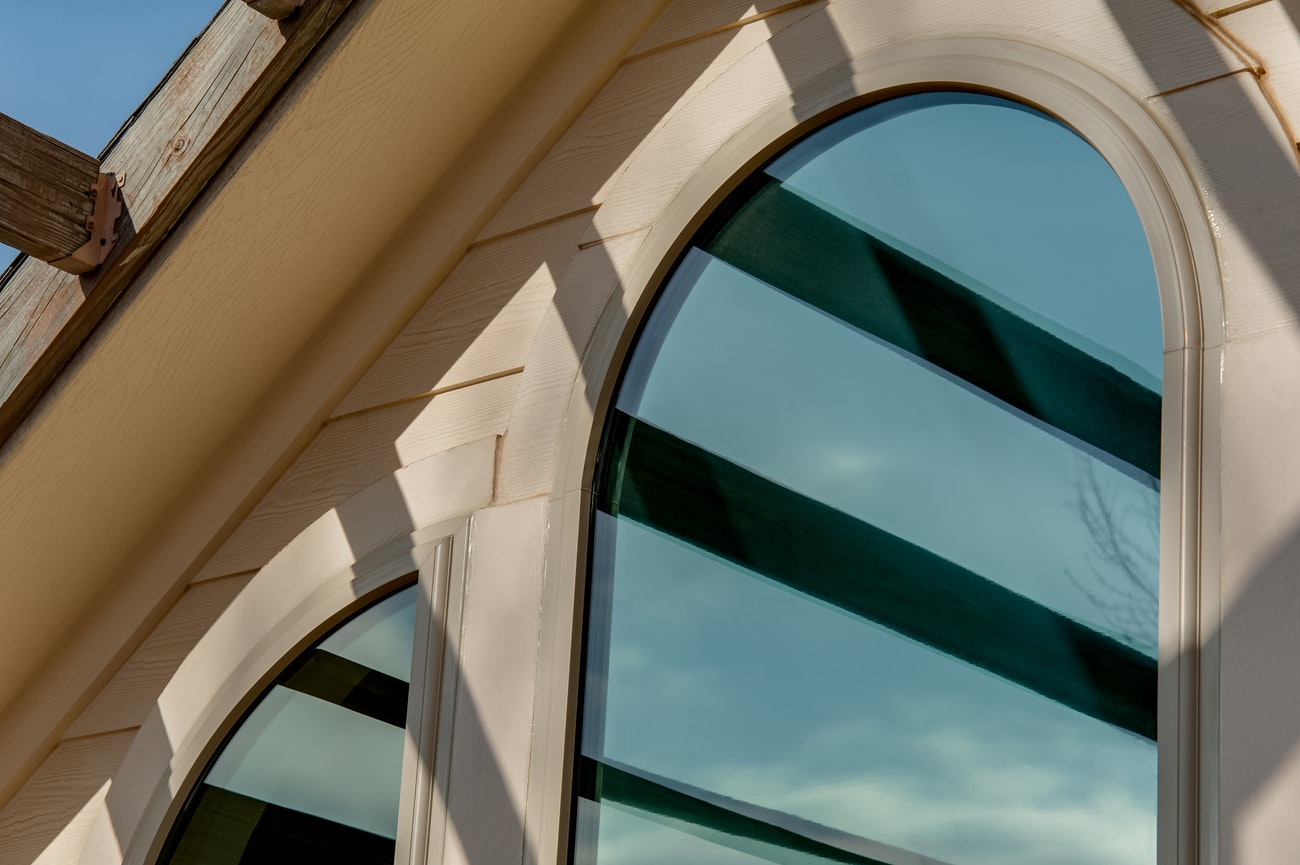 brennan-traditions-specialty-oval-shaped-window