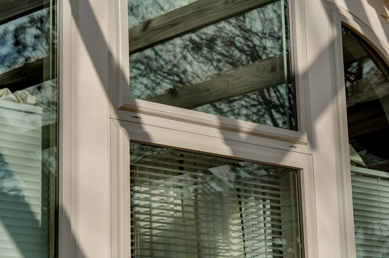 brennan-traditions-triple-single-hung-window-with-curtains