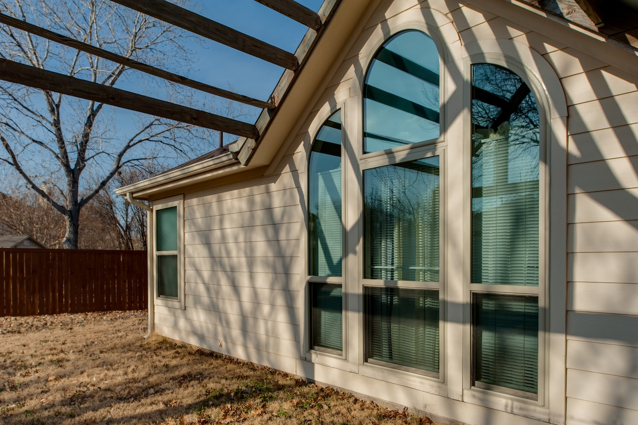brennan-traditions-with-specialty-and-single-hung-window