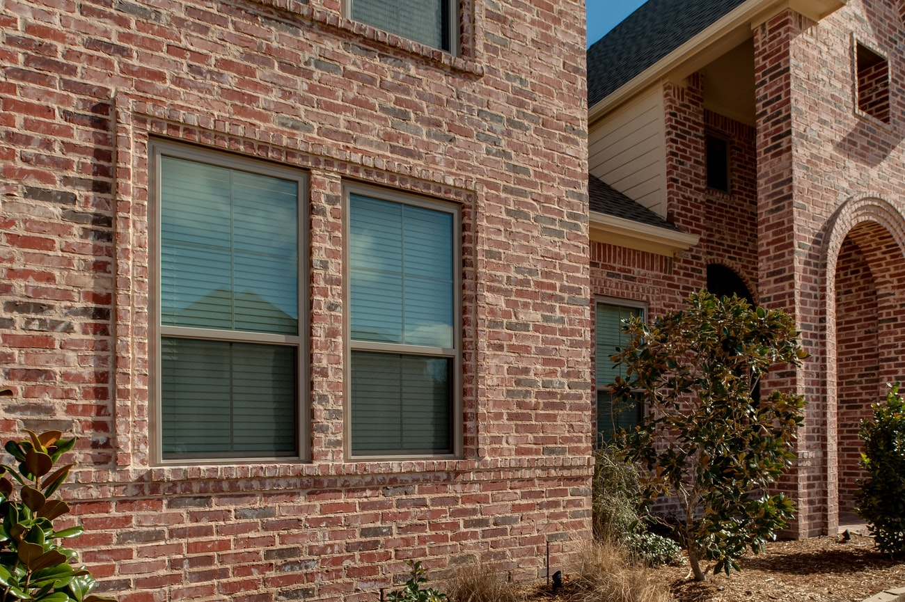 clay-brennan-traditions-single-hung-side-by-side-windows