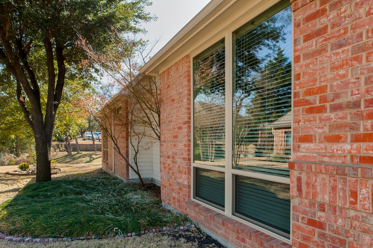 brennan-traditions-double-single-hung-windows-sideview-of-house