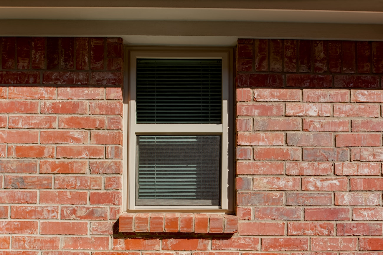 brennan-traditions-single-hung-vinyl-window-upstairs
