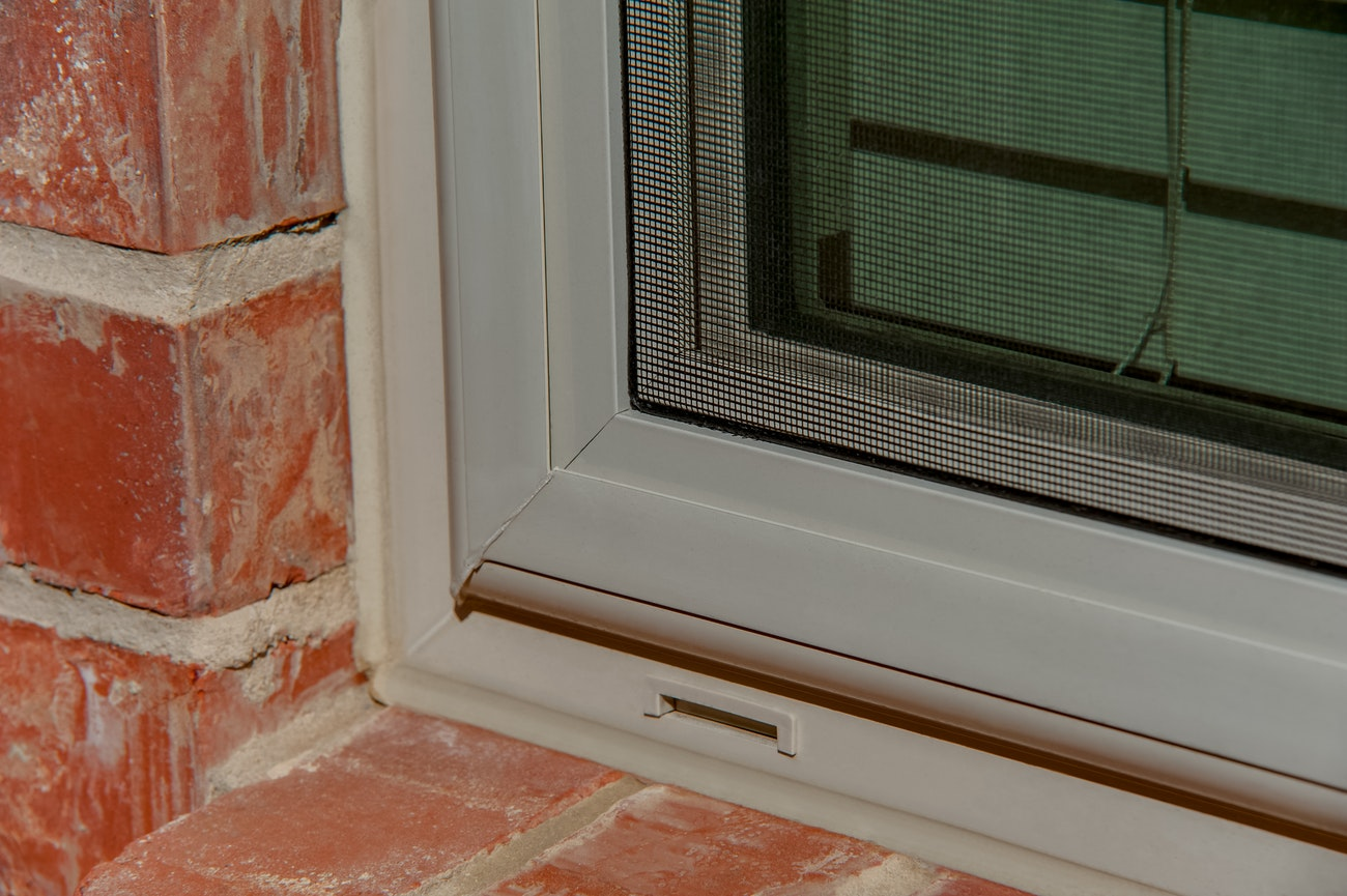 brennan-traditions-single-hung-vinyl-window-with-screen