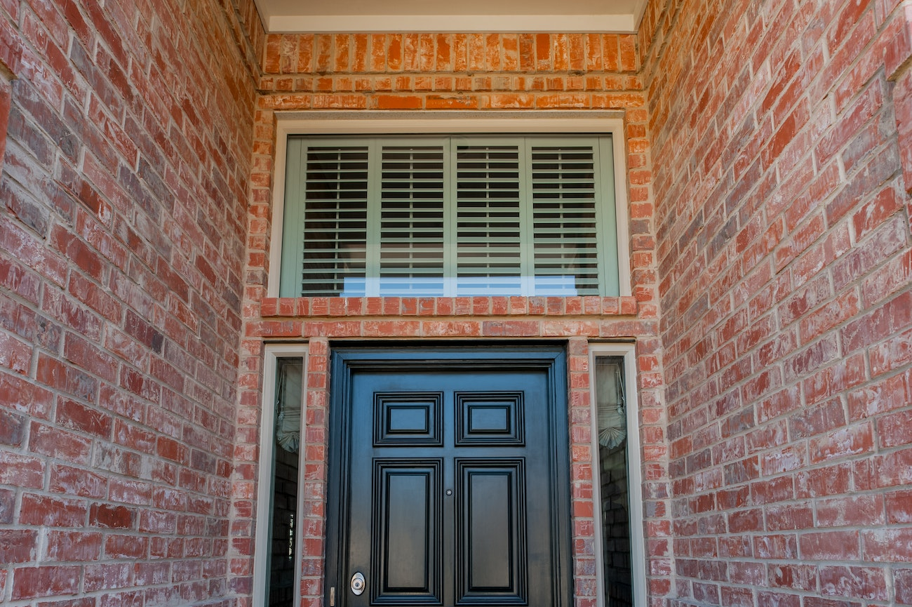 brennan-transom-windows-and-picture-windows-above-front-door