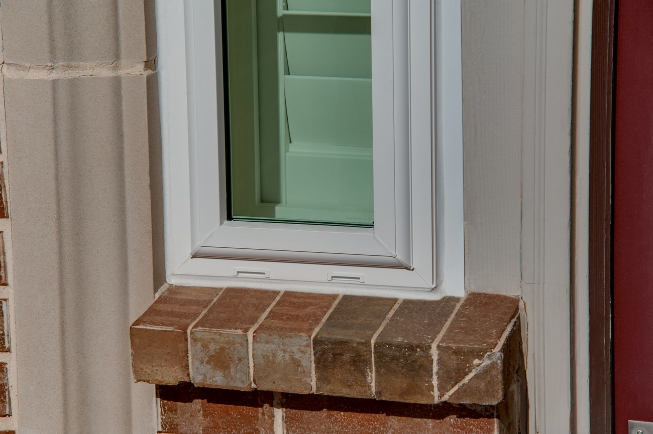brennan-traditions-slim-window-front-entry