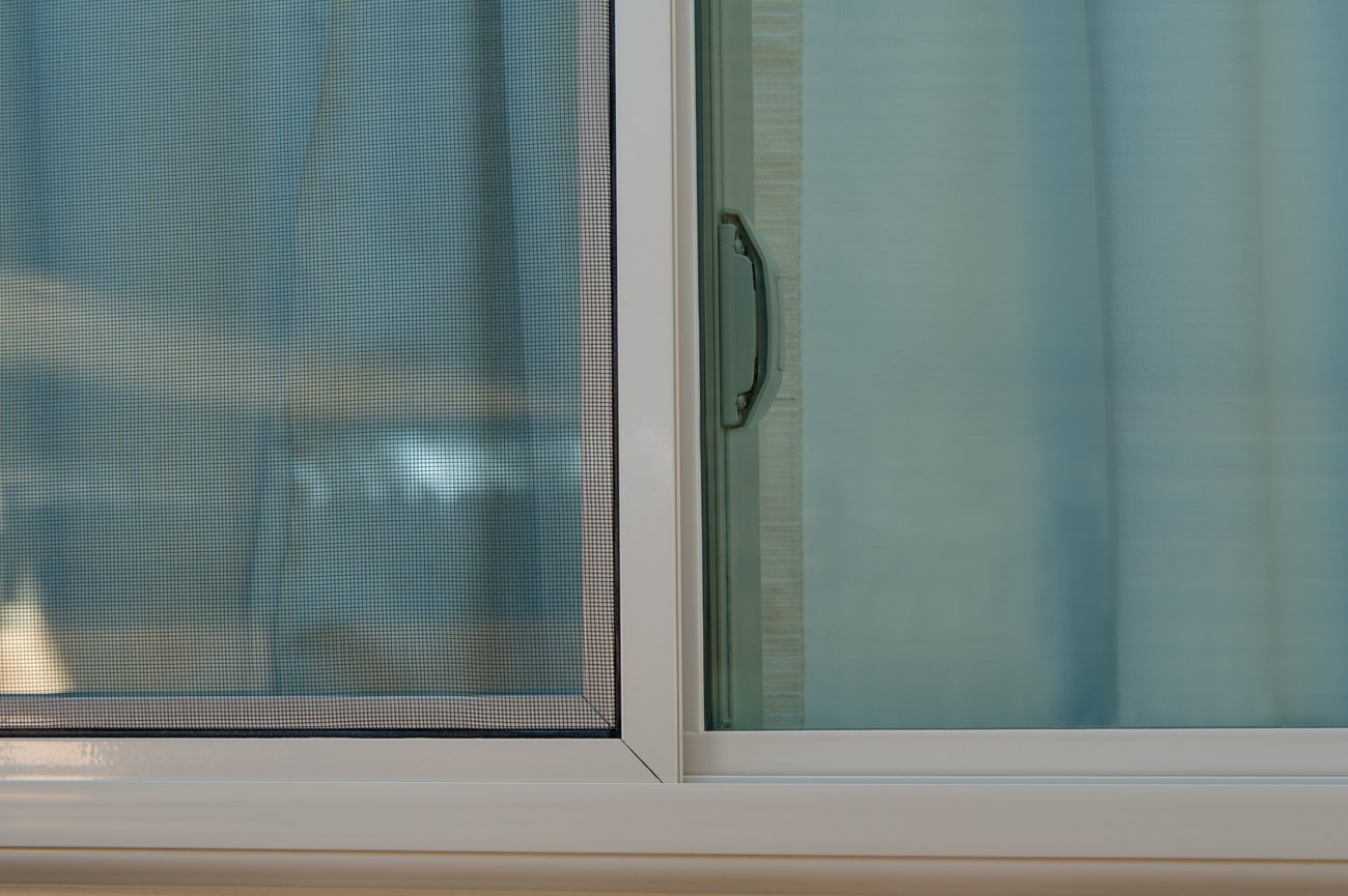 brennan-traditions-sliding-window-with-screen