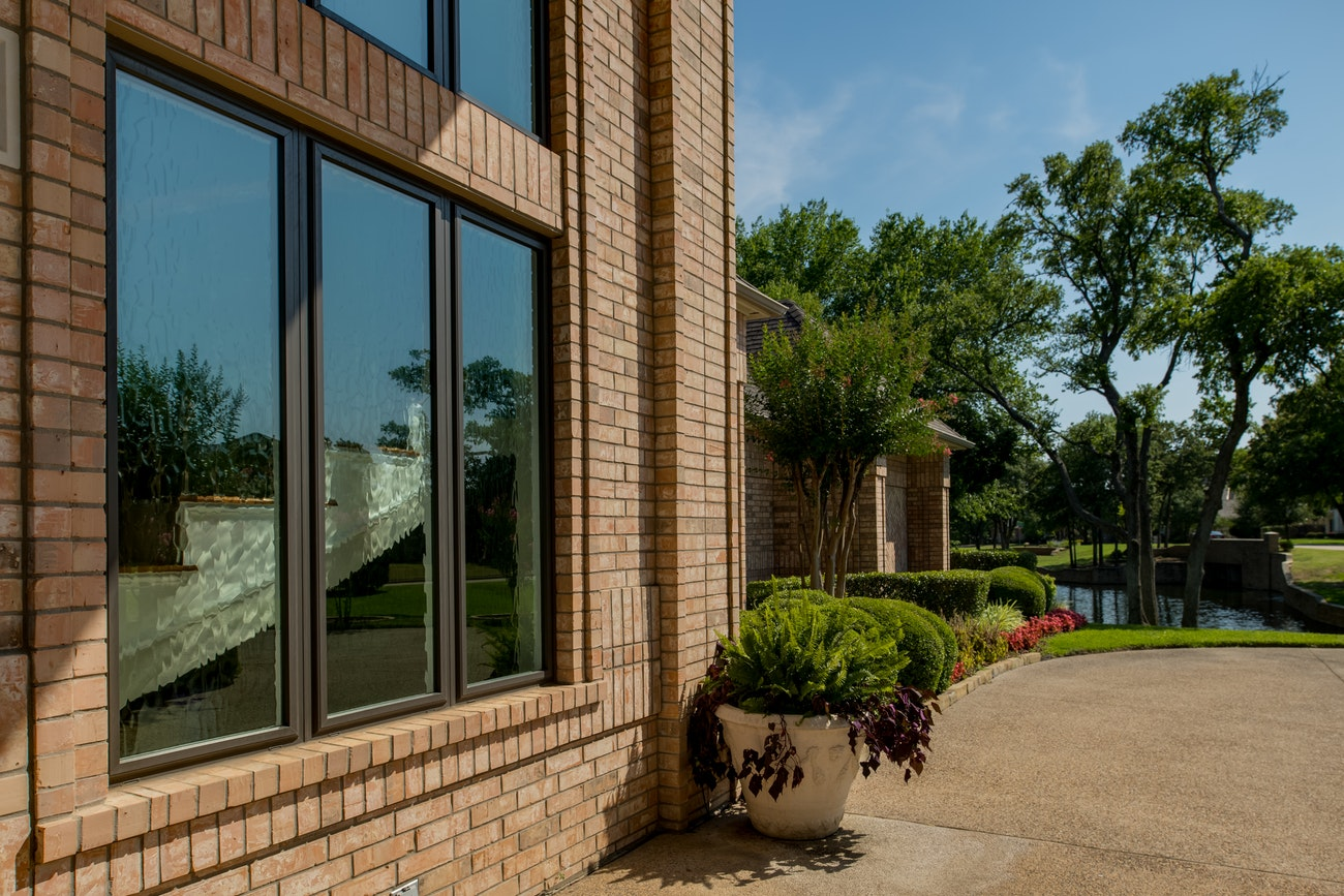 brennan-traditions-3-picture-windows-with-privacy-glass