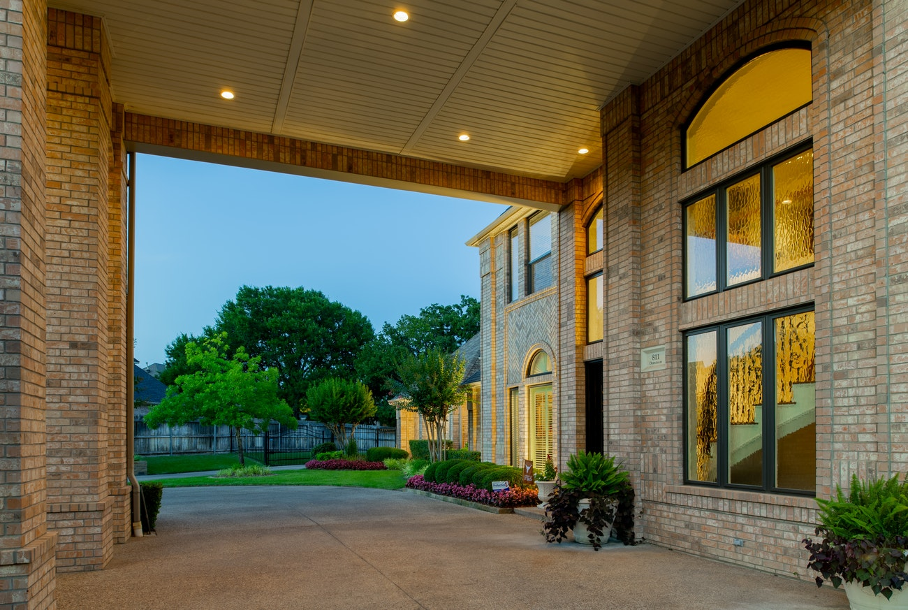 brennan-traditions-front-entry-with-picture-windows-with-privacy-glass