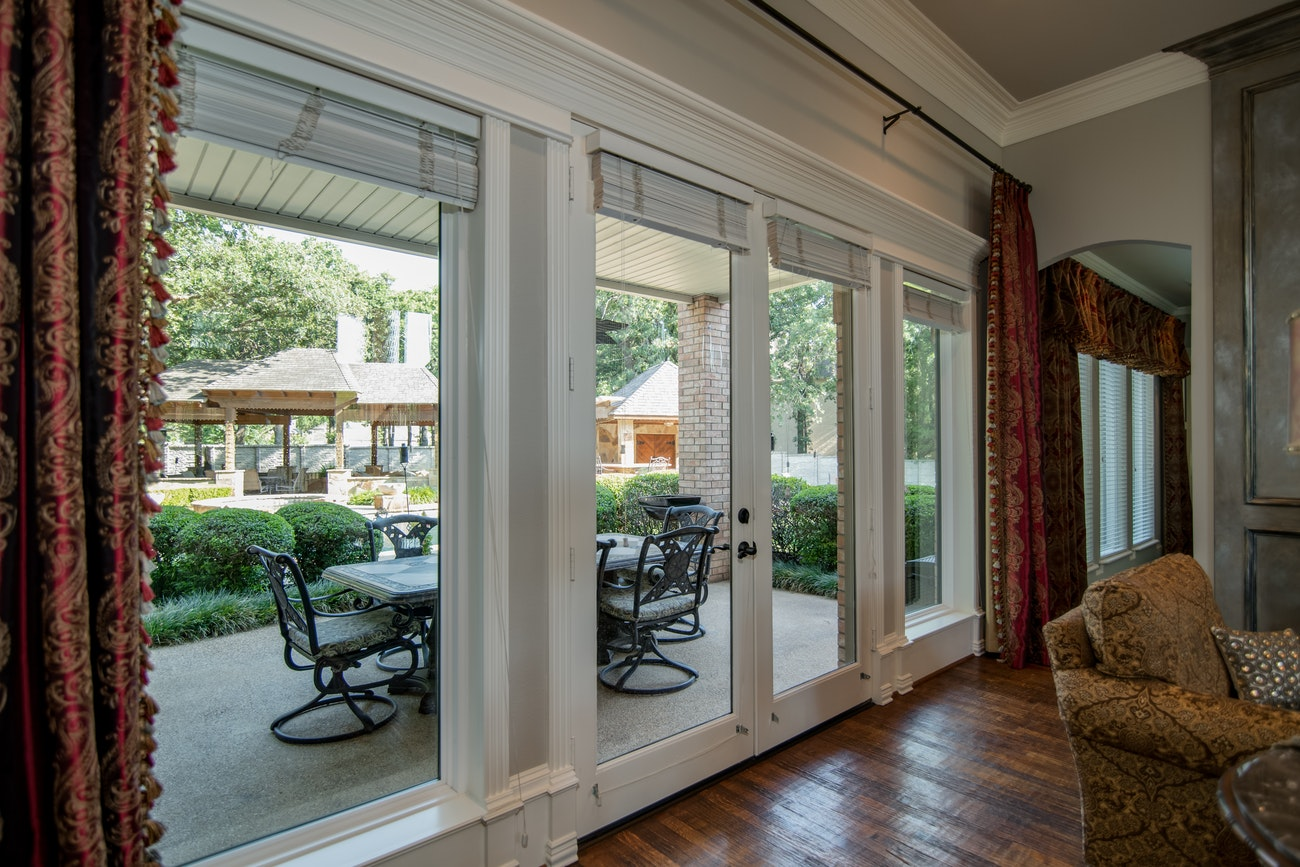 brennan-traditions-living-room-with-patio-view-with-white-trim