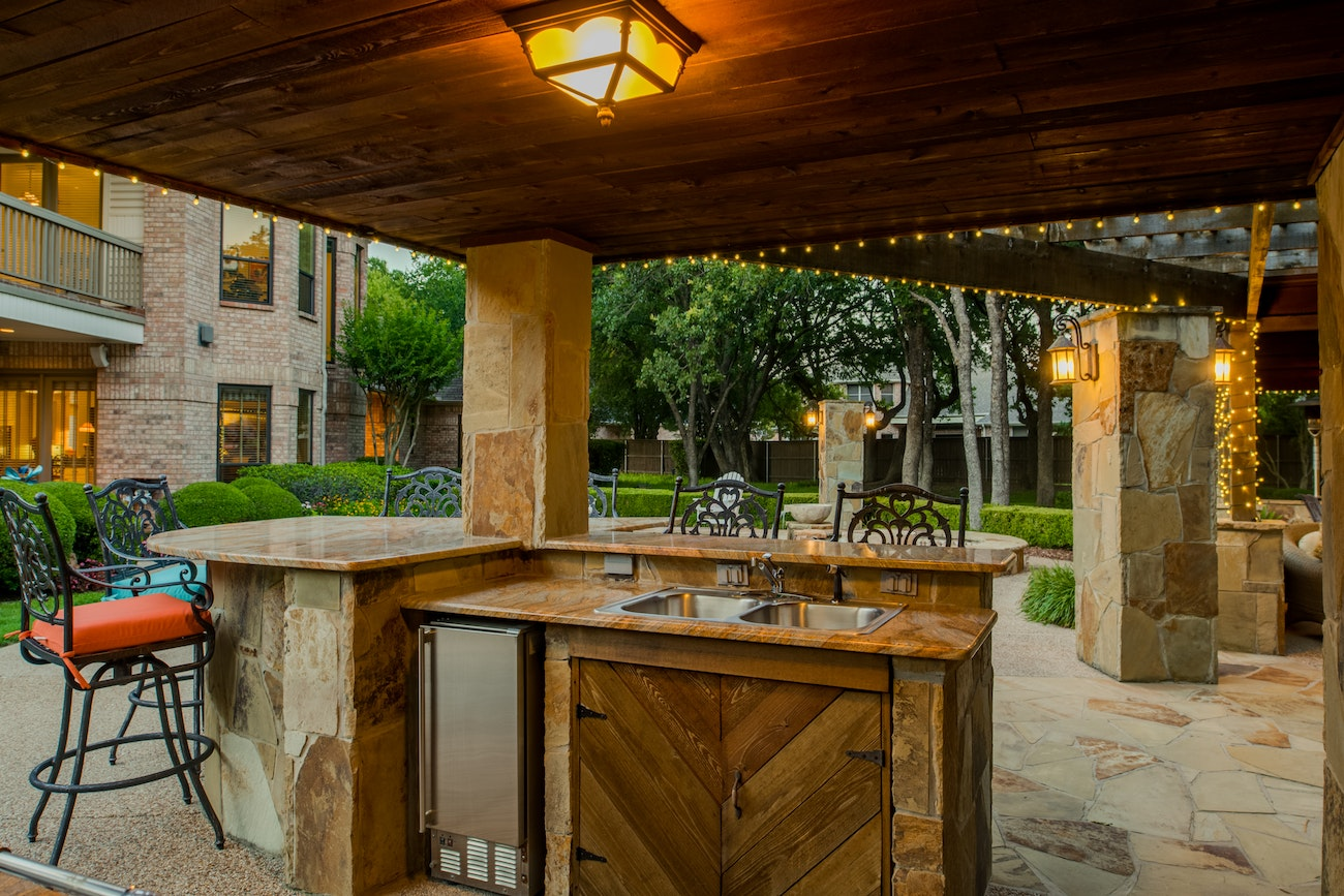 brennan-traditions-patio-with-kitchen