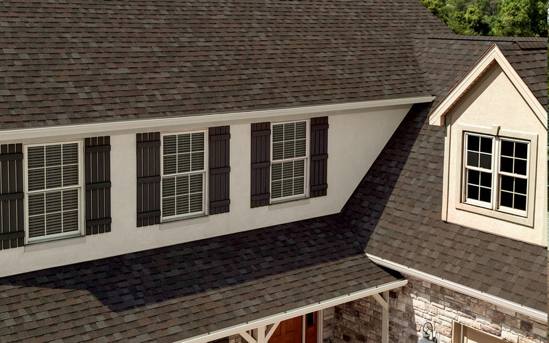 Home with Owens Corning Oakridge shingles in Flagstone.