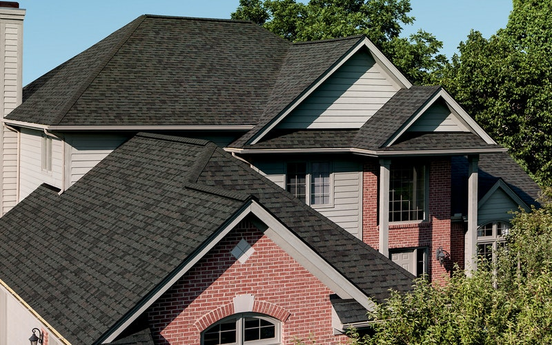 Home with Owens Corning Oakridge shingles in peppermille gray.