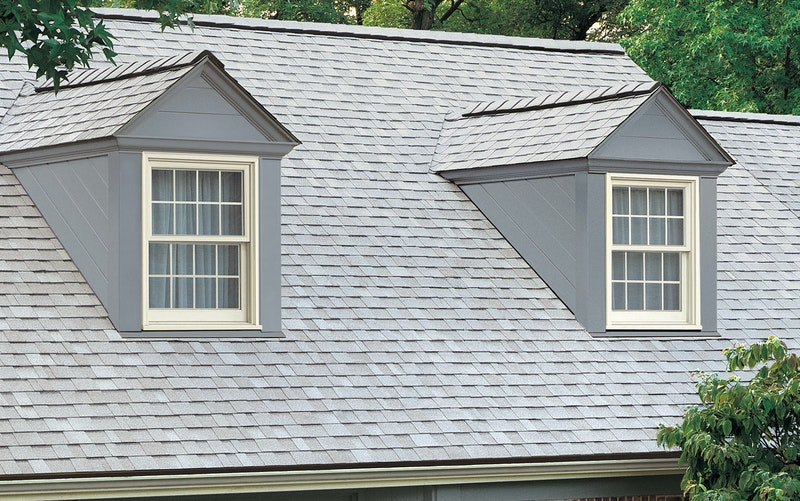 Home with Owens Corning Oakridge shingles in Shasta White.